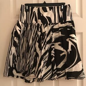 Express Black and White Skirt with Pockets